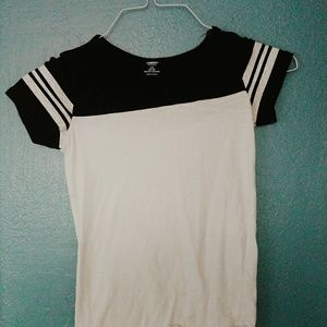 Old Navy Youth Large striped sleeve T-shirt